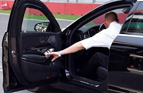 cách mở cửa xe ô tô