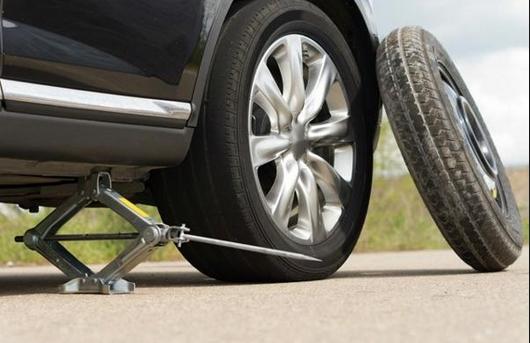 nâng lốp ô tô dự phòng